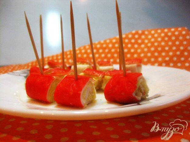 фото рецепта: Закуска с фаршированными крабовыми палочками