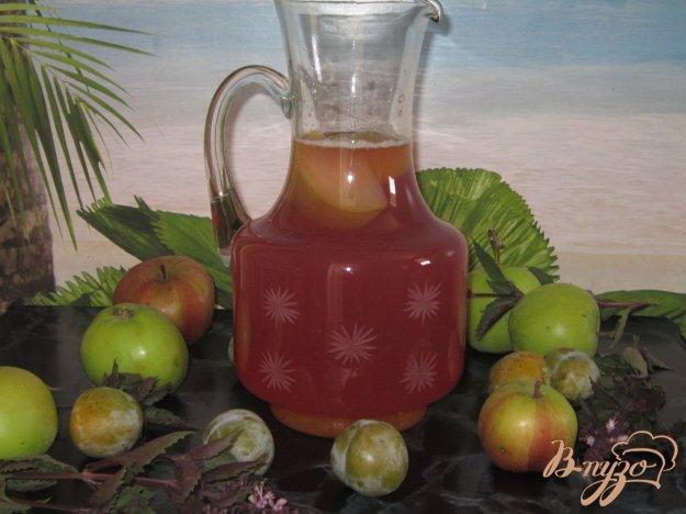 фото рецепта: Компот из яблок и слив