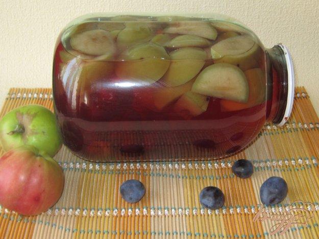 фото рецепта: Компот из яблок и слив на зиму