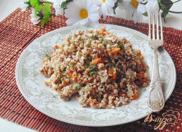 фото рецепта: Гречневая каша с отварным мясом и овощами