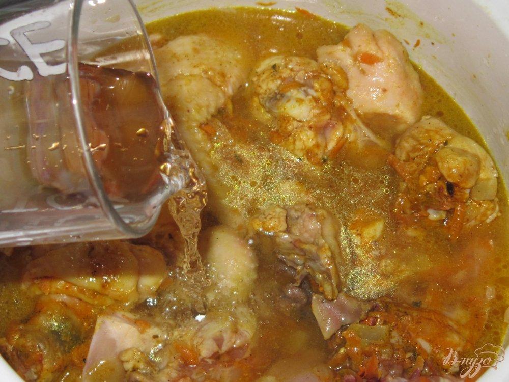 Фото приготовление рецепта: Плов с курицей и грибами шаг №5