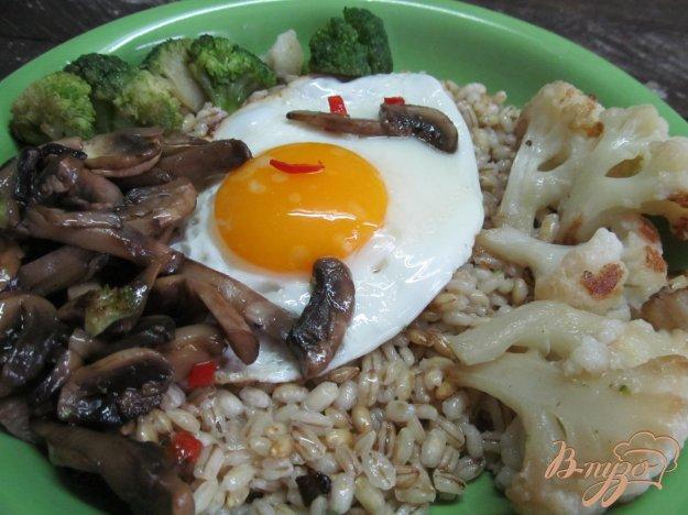 фото рецепта: Скромный завтрак из перловки с овощами