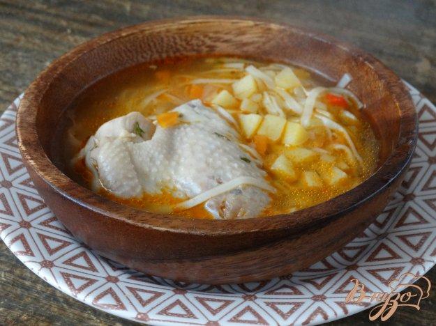 фото рецепта: Суп с куриными крыльями и яичной лапшой