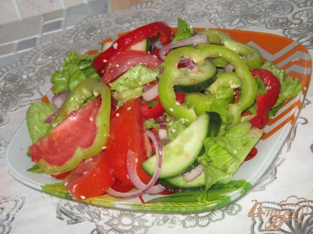 фото рецепта: Салат из свежих овощей с кунжутом