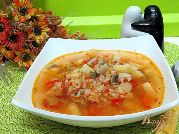 фото рецепта: Суп с рисом грибами и перцем