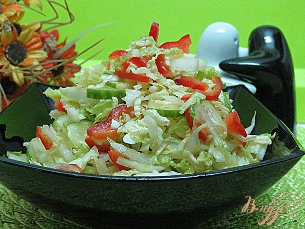 фото рецепта: Салат из пекинской капусты, огурца и перца