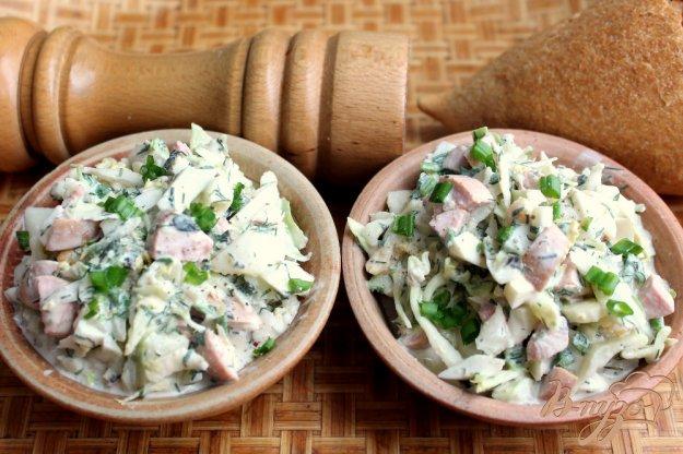 фото рецепта: Салат из капусты с яйцом и колбасой