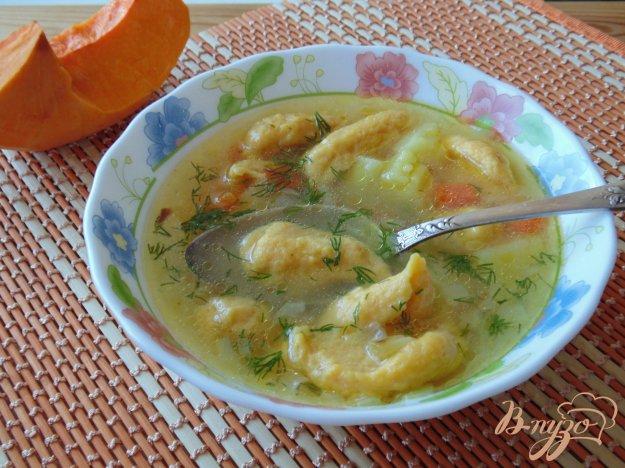 фото рецепта: Куриный суп с клецками из тыквы