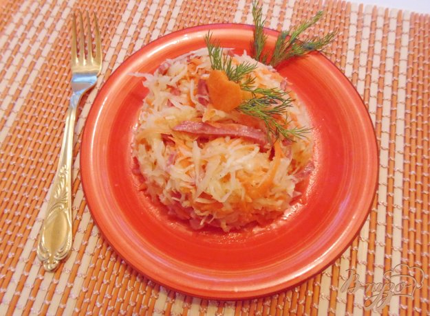 фото рецепта: Салат из редьки, квашеной капусты и сельдерея