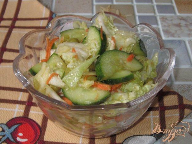 фото рецепта: Салат из пекинской капусты, огурца и зеленого горошка