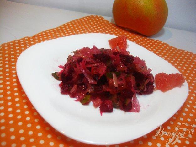 фото рецепта: Салат с квашеной капустой и грейпфрутом