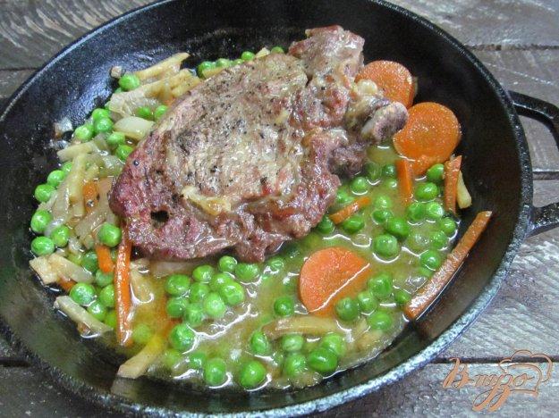 фото рецепта: Котлета на косточке с овощами