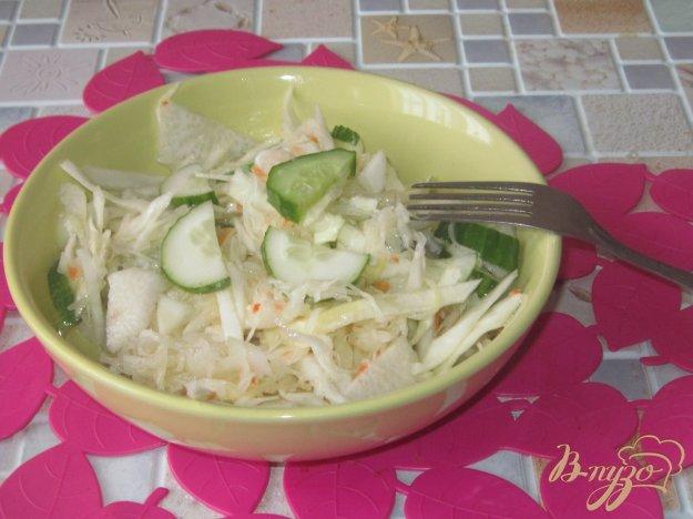фото рецепта: Салат с квашеной капустой и редькой