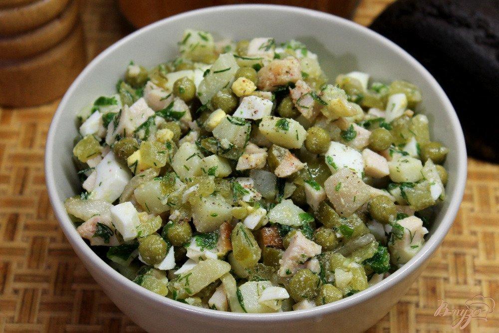 Салат с ветчиной и зеленым горошком фото