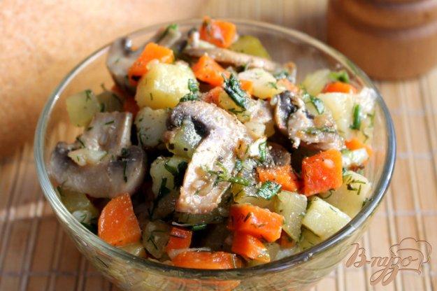 фото рецепта: Салат с шампиньонами, огурцом и картофелем