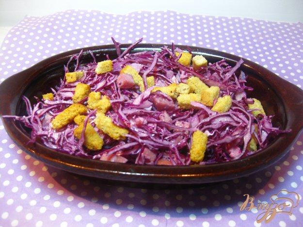 фото рецепта: Салат с краснокачанной капустой и сухариками