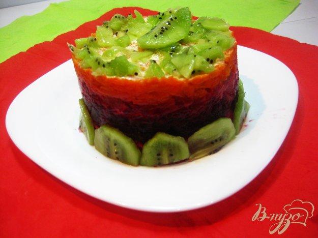 фото рецепта: Слоеный салат с киви и маринованым арбузом