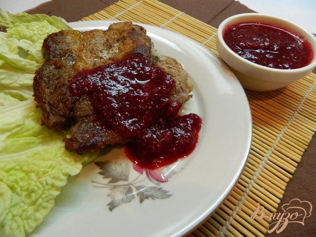 фото рецепта: Жареное мясо с клюквенным соусом