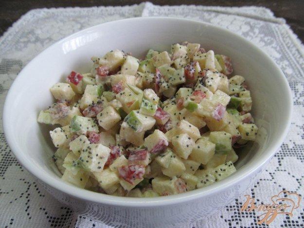 фото рецепта: Яблочный салат с кизилом