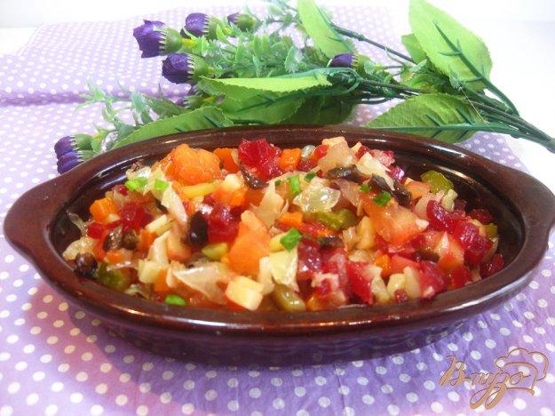 фото рецепта: Салат со свеклой, черносливом и яблоком