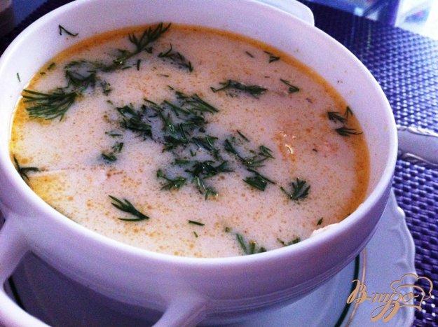 фото рецепта: Финский суп из лосося, копченой горубши и сыра Джугас
