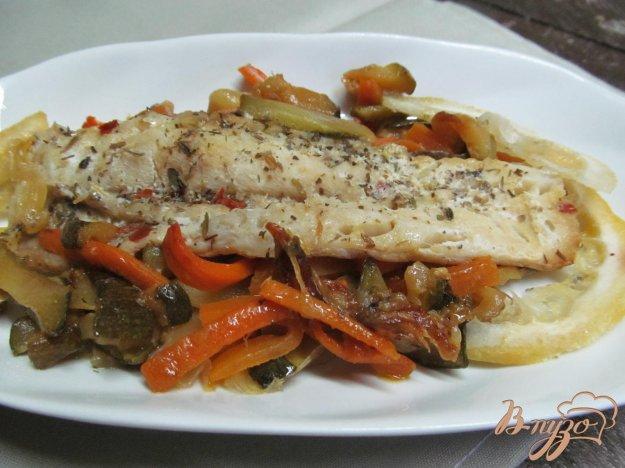 фото рецепта: Запеченная рыба на овощах
