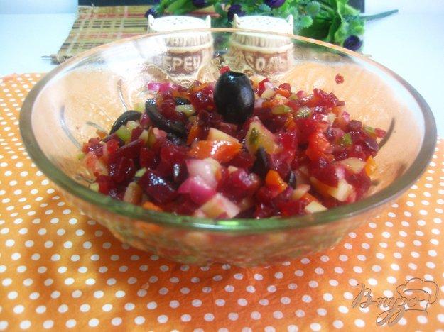 фото рецепта: Салат с маслинами и свеклой