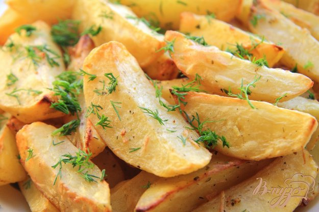 фото рецепта: Картофель дольками, запеченный в духовке