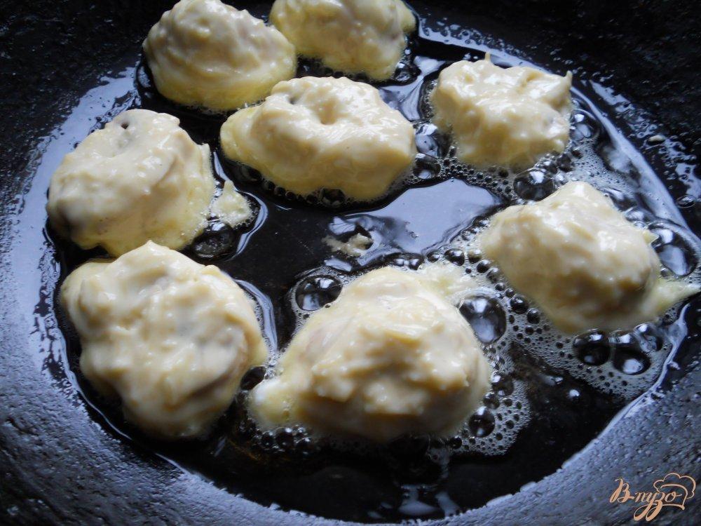 Фото приготовление рецепта: Шампиньоны в сырном кляре шаг №6