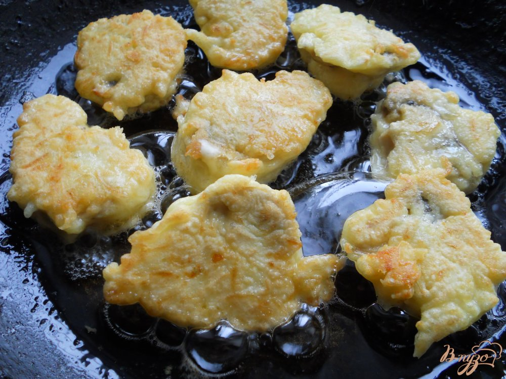 Фото приготовление рецепта: Шампиньоны в сырном кляре шаг №7