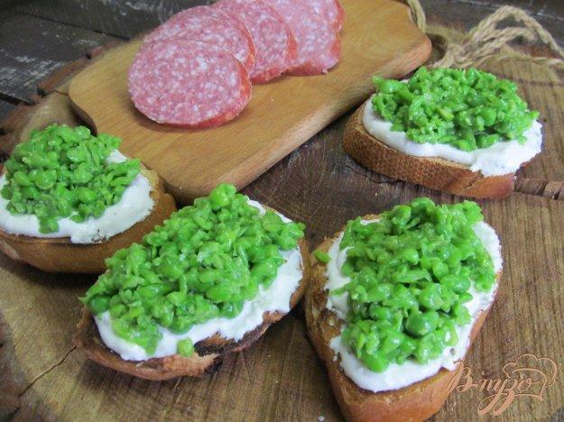фото рецепта: Тартинки с гороховым пюре