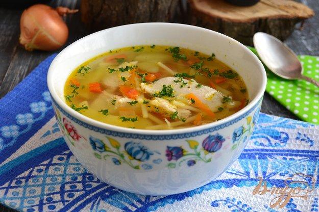 фото рецепта: Куриный суп с вермишелью и болгарским перцем