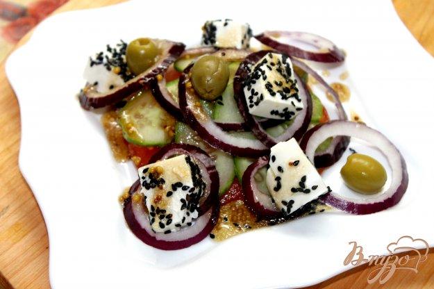фото рецепта: Овощной салат с фетой в кунжуте