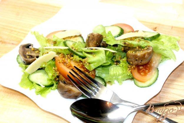 фото рецепта: Листовой салат с грибами