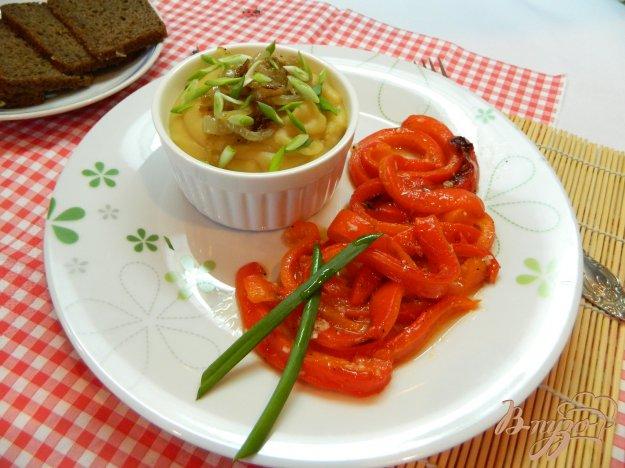 фото рецепта: Гороховое пюре с маринованным болгарским перцем