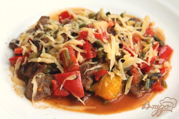 фото рецепта: Теплый салат их телятины, перца и помидоров черри