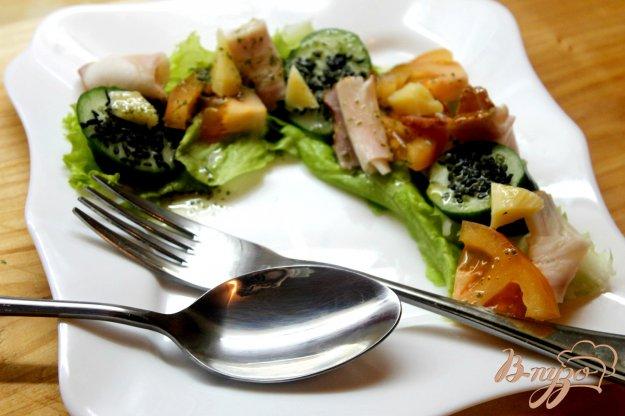 фото рецепта: Листовой салат с беконом и овощами