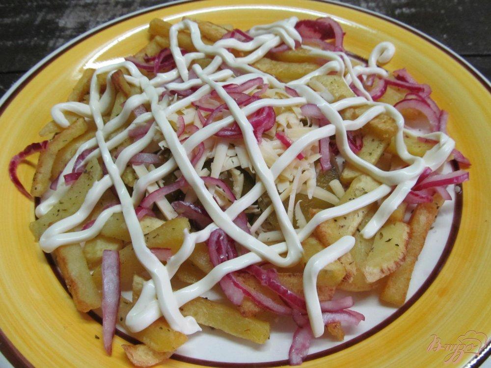 Салат с жареным картофелем курицей