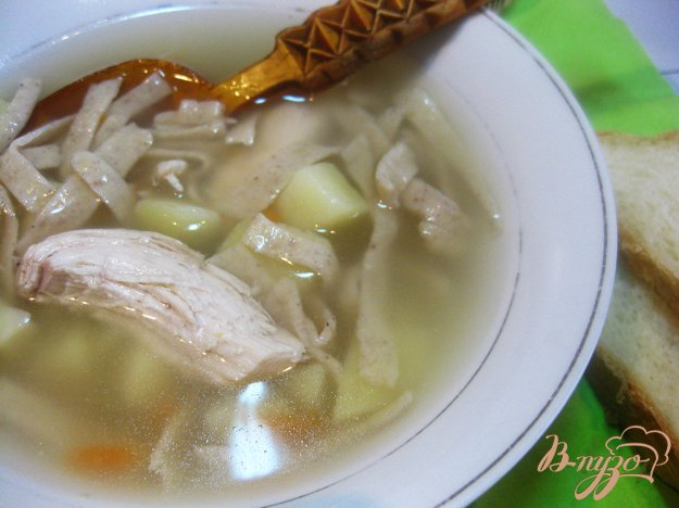 фото рецепта: Суп с куриной грудкой и гречневой лапшой