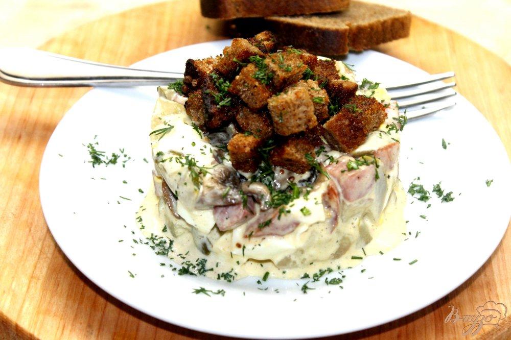 салат с сухариками и с грибами рецепт с фото