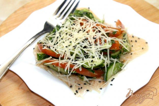 фото рецепта: Овощной салат с пармезаном и кунжутом