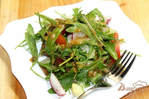 фото рецепта: Салат с рукколой и редисом