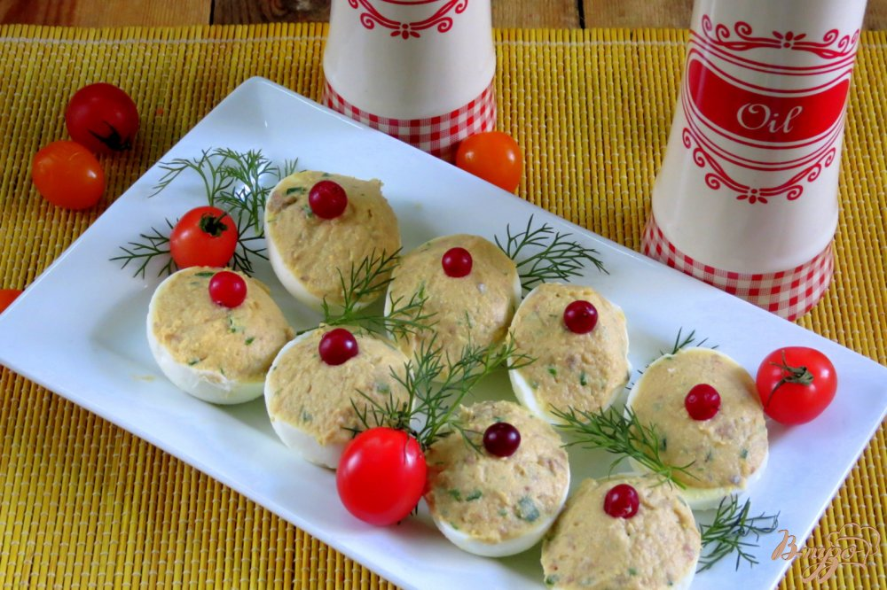 Яйца фаршированные сельдью с фото