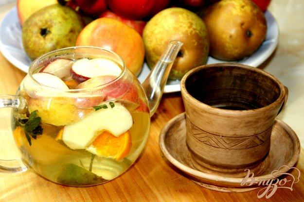 фото рецепта: Мятный чай с цветками липы и фруктами