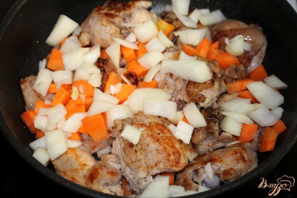 Фото приготовление рецепта: Кролик с горчицей черносливом и чесноком шаг №4