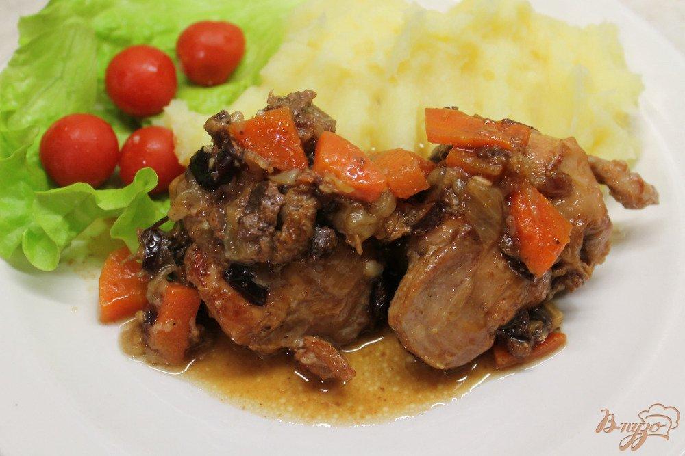 Фото приготовление рецепта: Кролик с горчицей черносливом и чесноком шаг №6
