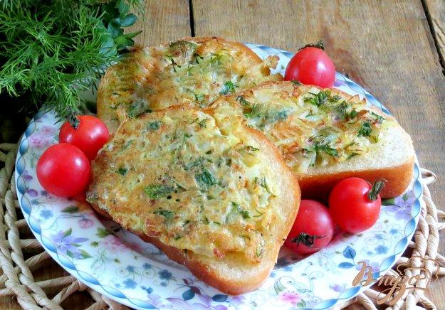 фото рецепта: Гренки с яйцом, лукром и зеленью
