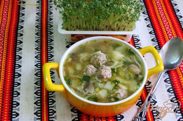 фото рецепта: Суп с фрикадельками, шампиньонами и лапшой