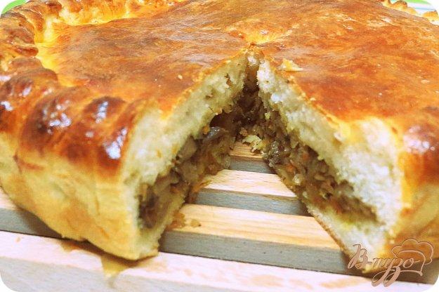 фото рецепта: Пирог дрожжевой с капустой и лесными грибами