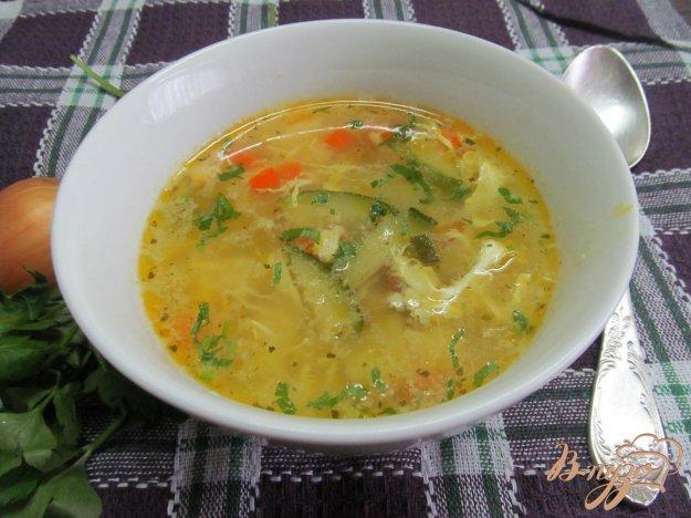 фото рецепта: Овощной суп с яйцом и кукурузной крупой